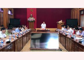 Đồng chí guyễn Văn Khánh - Phó Chủ tịch UBND tỉnh, Trưởng Ban Chỉ đạo phòng, chống dịch bệnh động vật tỉnh phát biểu chỉ đạo hội nghị
