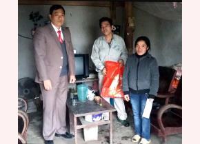 Chủ tịch Công đoàn cơ sở Công ty TNHH Hòa Bình - Trần Anh Tuấn đi thăm, tặng quà cho đoàn viên khó khăn dịp tết Nguyên đán Kỷ Hợi, năm 2019.