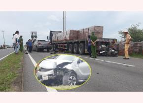 Hiện trường xảy ra vụ TNGT khiến 2 người chết và 2 người bị thương.