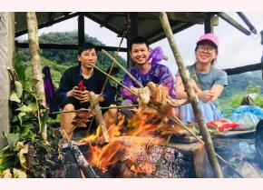 Tourists experience the daily life of Mong people in Mu Cang Chai.