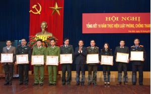Các tập thể có thành tích xuất sắc trong công tác PCTN nhận bằng khen của UBND tỉnh.