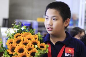 Trịnh Anh Minh trở về Việt Nam sau khi giành huy chương vàng IMSO 2018.