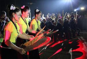 Tái hiện sinh hoạt của đồng bào Thái trong đêm khai mạc Tuần Văn hóa - Du lịch Mường Lò năm 2017.