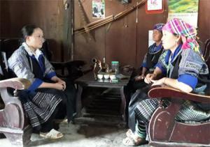 Nhờ làm tốt công tác vận động, tuyên truyền, nhiều phụ nữ dân tộc Mông ở các xã vùng cao của huyện đã có nhận thức đúng rèn luyện phấn đấu được đứng trong hàng ngũ của Đảng.