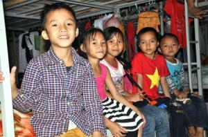 Các em nhỏ đã quen dần và vui vẻ trong môi trường nội trú.