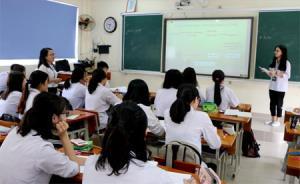 Bằng cách để học sinh nghiên cứu trước bài ở nhà rồi thuyết trình, trình chiếu powerpoint trong giờ Hóa của cô giáo Linh đã giúp các em chủ động và thích thú.