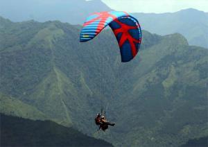 Môn thể thao dù lượn tại Khau Phạ huyện Mù Cang Chải ngày càng thu hút đông đảo du khách.
