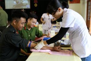 Tuổi trẻ Công an tỉnh tích cực tham gia hiến máu tình nguyện.