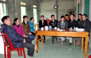Một buổi sinh hoạt của Chi bộ thôn Bảy Bung.
