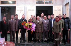 Hội trao nhà tình nghĩa cho cựu TNXP Nguyễn Hữu Hoành, thôn Thanh Bình, xã Phú Thịnh (huyện Yên Bình).