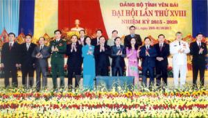 Đoàn đại biểu Đảng bộ tỉnh Yên Bái tham dự Đại hội Đảng toàn quốc lần thứ XII ra mắt Đại hội XVIII của Đảng bộ tỉnh. (Ảnh: Thanh Miền)