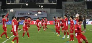 Tuyển Việt Nam trong buổi tập làm quen sân thi đấu Bin Zayed Sports tại AFC Asian Cup.