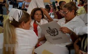 Người dân Cuba tham gia buổi tham vấn về dự thảo Hiến pháp mới tại La Habana.