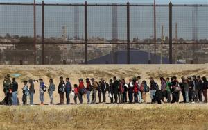 Người di cư Trung Mỹ chờ xin tị nạn vào Mỹ tại Ciudad Juarez,  biên giới Mỹ - Mexico ngày 3/12/2018.