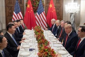 Tổng thống Mỹ Donald Trump (thứ 2, phải) và Chủ tịch Trung Quốc Tập Cận Bình (thứ 3, trái) trong cuộc gặp bên lề Hội nghị thượng đỉnh Nhóm các nền kinh tế phát triển và mới nổi hàng đầu thế giới (G20) ở Buenos Aires, Argentina ngày 1-12-2018.