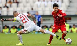 Việt Nam (áo đỏ) chưa lọt được vào nhóm có vé vớt, nhưng còn nhiều cơ hội nếu thắng Yemen ở lượt cuối.