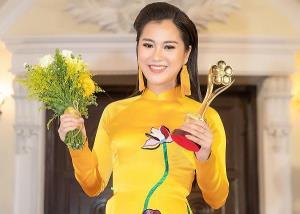 Lâm Vũ Dạ với giải Mai Vàng.
