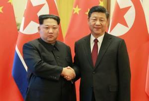 Chủ tịch Triều Tiên Kim Jong-un và Chủ tịch Trung Quốc Tập Cận Bình tại cuộc gặp ở Bắc Kinh vừa qua.