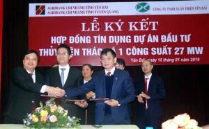Lãnh đạo hai chi nhánh Agribank và Công ty TNHH Xuân Thiện ký kết hợp đồng tín dụng trị giá 607 tỷ đồng.