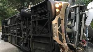 Một vụ xe bus bị lật ở Hong Kong. (Ảnh minh họa)