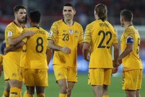 ĐT Australia giành quyền vào vòng 16 đội với tư cách nhì bảng B.