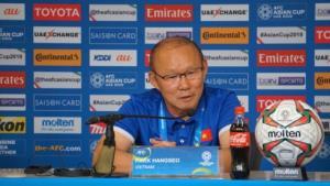 HLV Park Hang-seo chia sẻ với báo chí sau trận đấu.