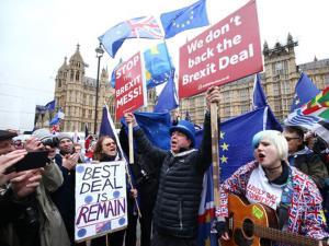Người dân biểu tình phản đối thỏa thuận Brexit bên ngoài tòa nhà quốc hội Anh hôm 15/1.
