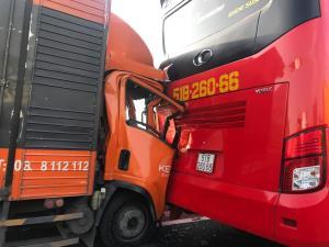 Hiện trường vụ tông xe trên cao tốc