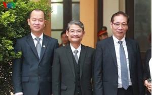 Luật sư Phạm Quang Hưng (ngoài cùng bên trái)