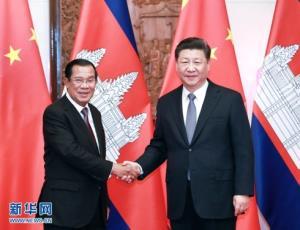Thủ tướng Campuchia Hun Sen (trái) hội kiến với Chủ tịch Trung Quốc Tập Cận Bình. Ảnh: Tân hoa xã.
