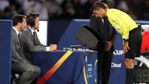 Trọng tài sử dụng VAR tại World Cup 2018.