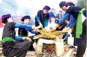 Người Tày Khao Đông Cuông trong Lễ hội Cơm mới.