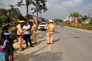 Lực lượng cảnh sát giao thông tăng cường tuần tra, kiểm soát nhằm hạn chế các vi phạm giao thông đường bộ.