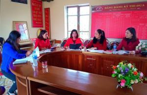 Trao đổi, thảo luận chuyên môn giữa các giáo viên bộ môn Tiếng Anh.