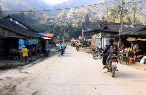 Tuyến đường bê tông ở trung tâm xã Xà Hồ đã góp phần quan trọng thúc đẩy kinh tế - xã hội địa phương.
