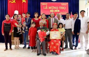 Mừng thọ là dịp để các con, các cháu sum họp đủ đầy, thể hiện sự kính trọng, tấm lòng hiếu thảo đối với ông bà, cha mẹ.