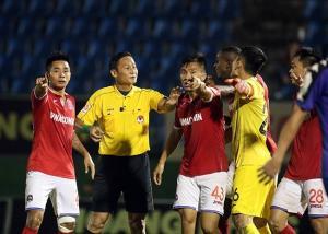 Trọng tài Trần Văn Lập không đủ điều kiện tham gia cầm còi ở V-League 2019.