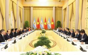 Tổng Bí thư, Chủ tịch nước Nguyễn Phú Trọng và Tổng thống Argentina Mauricio Macri tiến hành hội đàm.