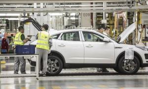 Dây chuyền lắp ráp xe Jaguar E-Pace tại nhà máy Chery JLR ở Thường Thục, Trung Quốc.