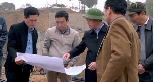 Đồng chí Đỗ Đức Duy kiểm tra tiến độ thi công công trình đập ngăn hồ trung tâm xã Suối Giàng.
