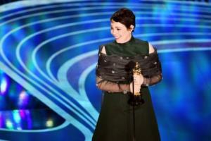 Olivia Colman lên nhận tượng vàng danh giá Oscars lần thứ 91.