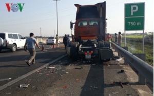 Hiện trường vụ tai nạn trên cao tốc TP HCM - Trung Lương.