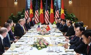 Tổng thống Mỹ Donald Trump (trái) hội kiến với Thủ tướng Nguyễn Xuân Phúc vào trưa ngày 27/2 tại Hà Nội.