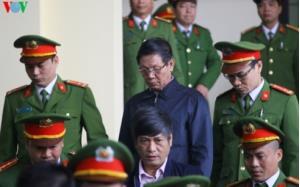Ông Phan Văn Vĩnh và Nguyễn Thanh Hóa trong phiên xử sơ thẩm vụ đánh bạc nghìn tỷ.