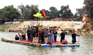 Nghi lễ rước Mẫu sang sông tại lễ hội đền Đông Cuông ngày Mão đầu tiên của tháng Giêng hàng năm thu hút nhiều du khách thập phương.