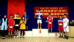 Sùng A Cu - người đứng vị trí thứ ba tại Giải Việt dã do thị xã Nghĩa Lộ tổ chức năm 2017.