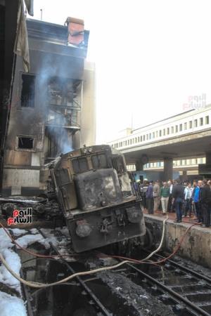 Đầu kéo tàu hỏa đâm vào tường gây ra vụ tai nạn.