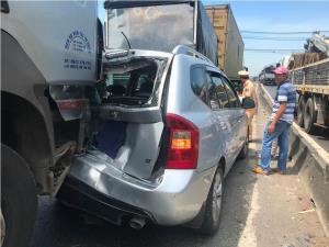 Các phương tiện đâm dúi dụi vào nhau tạo thành tai nạn liên hoàn