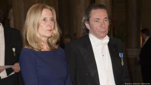 Jean-Claude Arnault (phải) - người bị cáo buộc quấy rối tình dục, khiến giải Nobel Văn học 2018 phải hoãn trao.