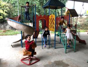 Học sinh trên địa bàn huyện Yên Bình được học tập, chăm sóc sức khỏe, vui chơi lành mạnh, an toàn.